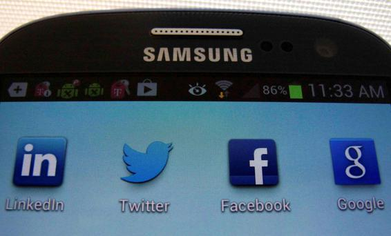 Samsung and Apple take lead in market