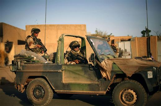 French soldiers secure the evacuation of foreigners during exchanges of fire with jihadists in Gao, northern Mali