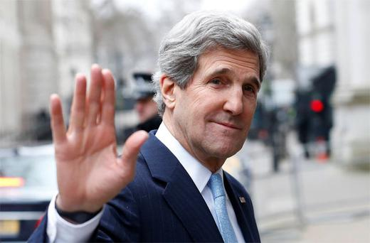 John Kerry arrives in London for talks with British ministers