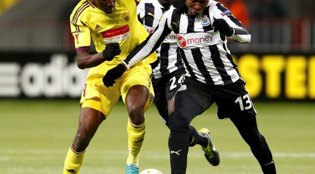 Anzhi Makhachkala's Lacina Traore (L) fights for the ball with Newcastle United's Mapou Yanga-Mbiwa (R) and Cheick Tiote