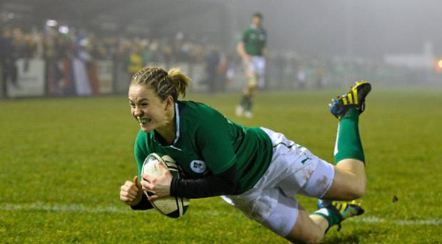 Niamh Briggs scores her side's first try against France tonight. Photo: Sportsfile