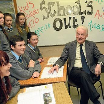 Giovanni Trapattoni chats with pupils at Macdara's Community School in Dublin.