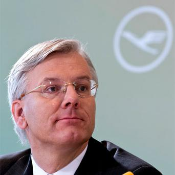 Lufthansa CEO Christoph Franz said yesterday the German airline plans to buy 102 new aircraft from European plane maker Airbus to improve fuel efficiency and meet future demand.