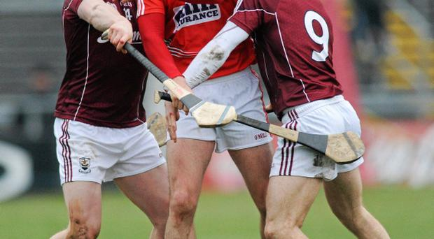 Tom Kenny, Cork, in action against Joe Canning and Andrew Smyth, Galway. Allianz Hurling League, Division 1, Galway v Cork, Pearse Stadium, Galway.