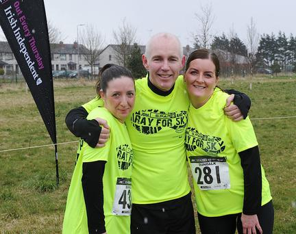 Ray Darcy after completing the run in the snow in Dundalk with Clogherhead ladies Siobhan Burke and Margaret O'Neill.