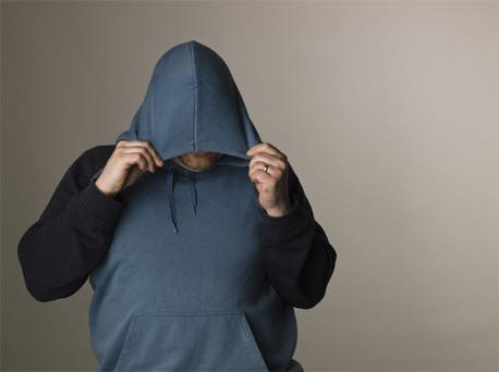 The councillor claimed that a number of recent crimes in the area have been carried out by culprits who cannot be apprehended because they hide their faces with hoodies.