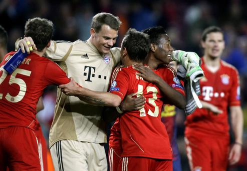 Bayern Munich's Thomas Mueller, goalkeeper Manuel Neuer, Rafinha, David Alaba and Daniel van Buyten (L-R) celebrate after defeating Barcelona