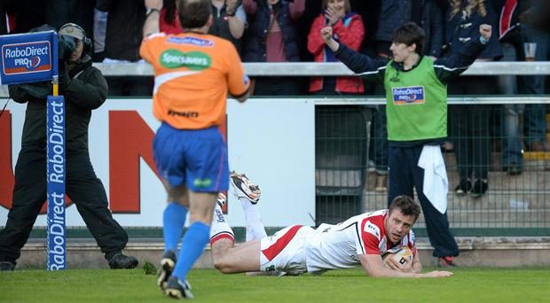 Tommy Bowe scores Ulster's first try.