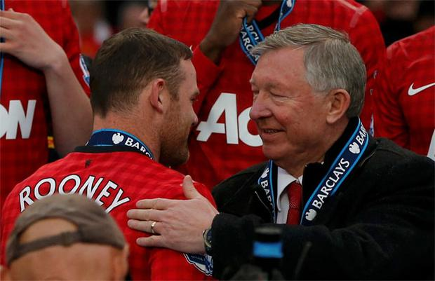 Alex Ferguson congratulates Wayne Rooney as Manchester United collect the Premier League trophy