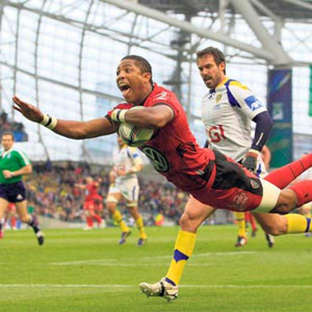 Toulon's Delon Armitage scores the crucial try during his side's shock 16-15 win over red-hot favourites Clermont Auvergne in yesterday's Heineken Cup final at the Aviva Stadium.