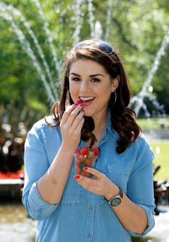 No Repro Fee 10/06/2013 Keelings' launch new Fruit Snack Pots Sile Seoige takes time out of her busy schedule to enjoy Keelings' new fruit Snack Pots. Keelings identified a distinct gap in the market for individual fresh fruit portions for people leading busy lifestyles who want to incorporate ?1 of their 5 a day? into their daily diet. Keelings' Snack Pot varieties include, Blueberries, Strawberries, Cherries, Mixed Berries and Grapes. Snack Pots are now available in Dunnes and Superquinn stores nationwide. Photo: Peter Houlihan