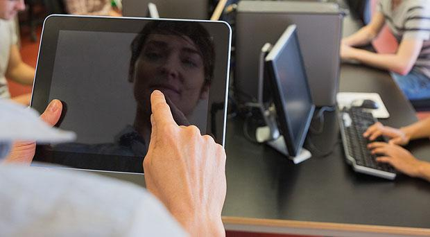 Consumers favour touch-screen tablets and smartphones for getting online