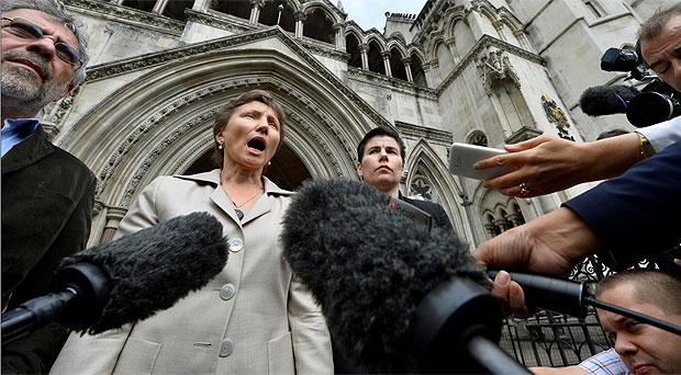 Alexander Llitvinenko's widow Marina speaks to the media outside the Royal Courts of Justice, in central London