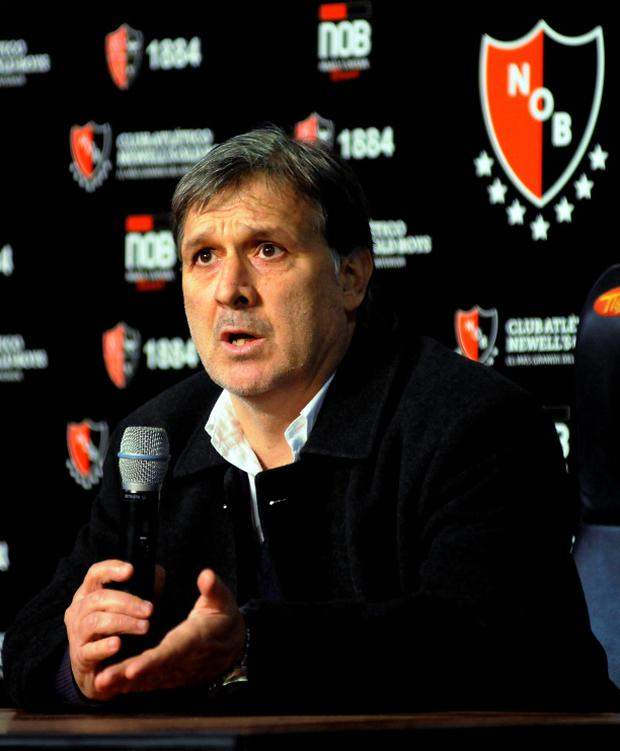 Former Paraguay coach Gerardo Martino speaks during a news conference at the Newell's Old Boys stadium in Rosario July 23, 2013