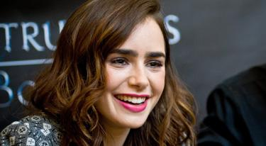 Actress Lily Collins haunted by Dublin hotel ghost