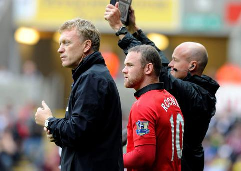 Manchester United's manager David Moyes (L) waits with Wayne Rooney to come onto the pitch as a substitute against Swansea City, during their English Premier League soccer match at Liberty Stadium, Swansea