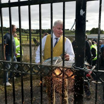 Charles Allen cuts a padlock with a consaw at Kennycourt Stud, Brannockstown, Co. Kildare last night. Photo: Tony Gavin 31/8/2013