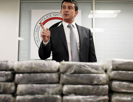 French Interior minister Manuel Valls behind cocaine seized by police from an Air France flight to Paris