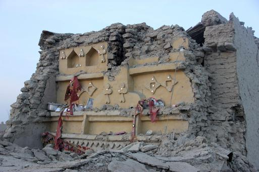 The rubble of a house is seen after it collapsed following the quake in the town of Awaran, southwestern Pakistani province of Baluchistan, September 25, 2013. The death toll from a powerful earthquake in Pakistan rose to at least 208 on Wednesday after hundreds of mud houses collapsed on people in a remote area near the Iranian border, officials said. REUTERS/Sallah Jan
