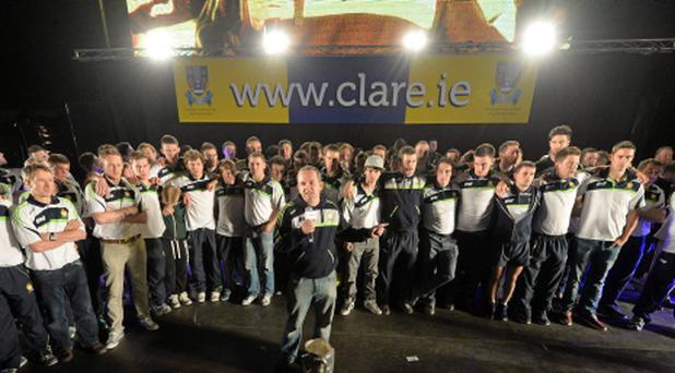 29 September 2013; Clare manager Davy Fitzgerald addresses the crowd during the homecoming celebrations of the All-Ireland Senior Hurling Champions. Tim Smythe Park, Ennis, Co. Clare. Picture credit: Diarmuid Greene / SPORTSFILE