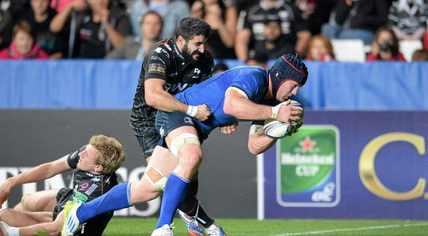 12 October 2013; Sean O'Brien, Leinster, goes over for his side's first try despite the efforts of Tito Tebaldi, Ospreys. Heineken Cup 2013/14, Pool 1, Round 1, Ospreys v Leinster, Liberty Stadium, Swansea, Wales. Picture credit: Stephen McCarthy / SPORTSFILE