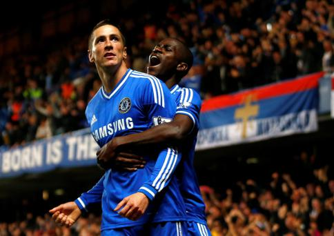 Chelsea's Fernando Torres (L) celebrates with team mate Ramires after scoring the winner