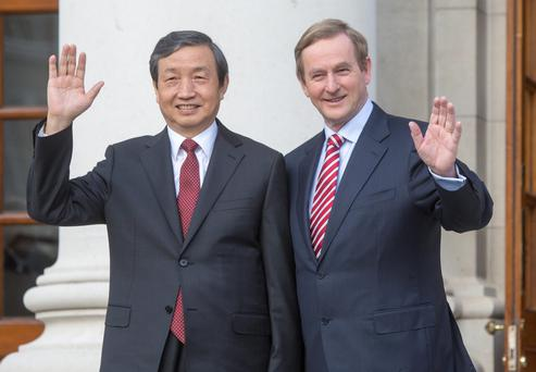 Taoiseach Enda Kenny welcoming Ma Kai, Vice Premier of Chinato Government buildings this morning