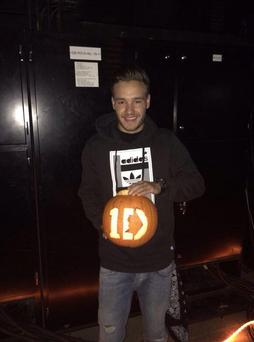 """Happy Halloween here's my pumpkin attempt I'm very proud of myself and that I can now handle sharp objects :D (sic),"" he jokingly captioned the shot. (Twitter/Liam Payne)"
