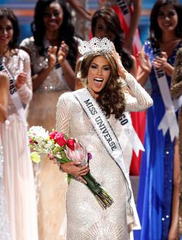 Miss Venezuela Gabriela Isler reacts after winning the Miss Universe pageant at the Crocus City Hall in Moscow November 9, 2013. REUTERS/Maxim Shemetov (RUSSIA - Tags: ENTERTAINMENT SOCIETY TPX IMAGES OF THE DAY)