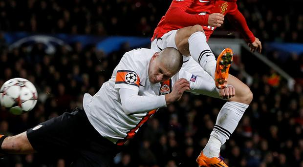 Shakhtar Donetsk's Yaroslav Rakitskiy and Manchester United's Shinji Kagawa battle for a high ball