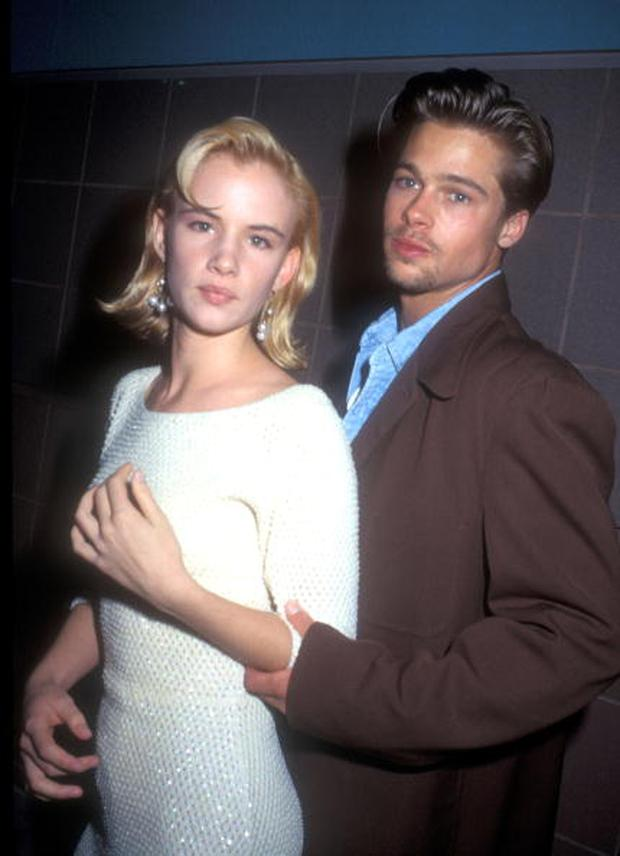Brad Pitt and Juliette Lewis in 1990 (Photo by Barry King/WireImage)