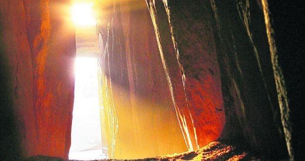 The chamber at Newgrange is lit up this morning. Twitter credit: @EthelBuckley