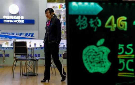 A sales assistant walks inside a China Mobile store in Guangzhou, Guangdong province, December 18, 2013. REUTERS/Stringer