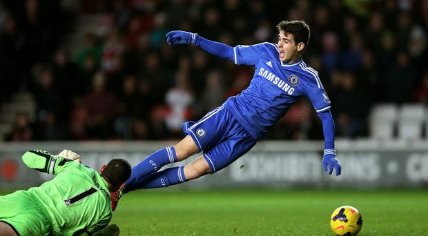 Oscar of Chelsea goes down in the area after seemingly making contact with goalkeeper Kelvin Davis of Southampton during the Barclays Premier League match between Southampton and Chelsea at St Mary's Stadium on January 1