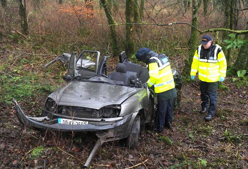 06-01-2014: Gardai examine the Ford Fiesta that was involved in a crash at Gortroe, Fossa, Killarney on Monday. A woman in her 30s died in the crash while her eight year old daughter was taken to Kerry General Hospital. Picture: Eamonn Keogh (MacMonagle, Killarney)