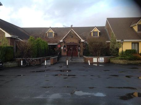 Oakwood Arms Hotel, Clare