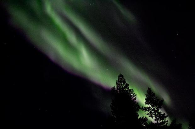Example of handheld, high ISO aurora photo