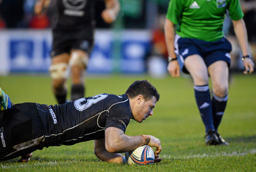 Robbie Henshaw, Connacht, scores their second try against Zebre