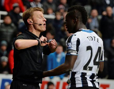 Newcastle United's Cheick Tiote (R) confronts referee Mike Jones who ruled out his goal against Manchester City yesterday for offside