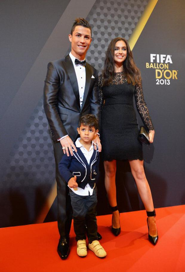FIFA Ballon d'Or nominee Cristiano Ronaldo of Portugal and Real Madrid and Irina Shayk arrive during the FIFA Ballon d'Or Gala 2013 at the Kongresshaus on January 13, 2014 in Zurich, Switzerland. (Photo by Stuart Franklin - FIFA/FIFA via Getty Images)
