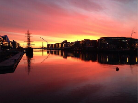 This stunning shot of the River Liffey in Dublin was taken by @andresito.