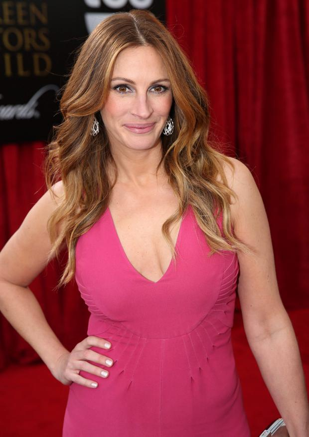 Julia Roberts arrives at the 20th annual Screen Actors Guild Awards.