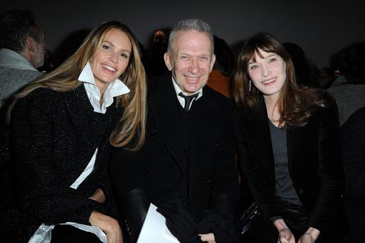 PARIS, FRANCE - JANUARY 20: (L-R) Elle Macpherson, Jean Paul Gaultier and Carla Bruni attend the Schiaparelli show as part of Paris Fashion Week Haute Couture Spring/Summer 2014 on January 20, 2014 in Paris, France. (Photo by Pascal Le Segretain/Getty Images)