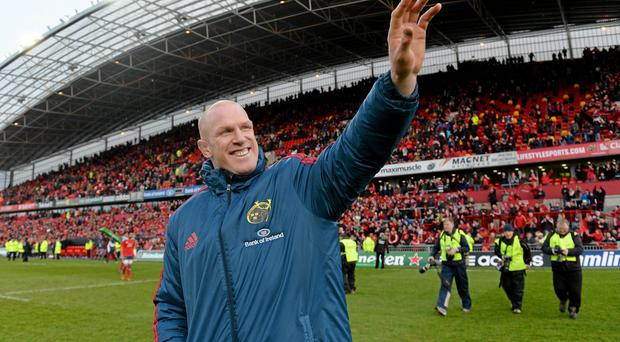 Munster's Paul O'Connell acknowledges supporters after victory over Edinburgh