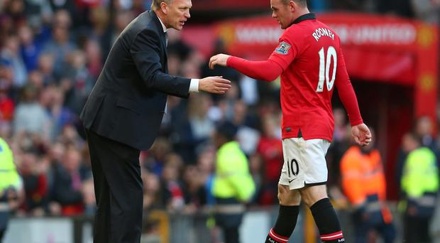 David Moyes the manager of Manchester United talks with Wayne Rooney during the Barclays Premier League match between Manchester United and Stoke City at Old Trafford on October 26, 2013 in Manchester, England. (Photo by Alex Livesey/Getty Images)