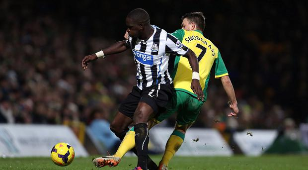 Norwich City's Robert Snodgrass and Newcastle United's Moussa Sissoko battle for the ball during the Barclays Premier League match at Carrow Road, Norwich