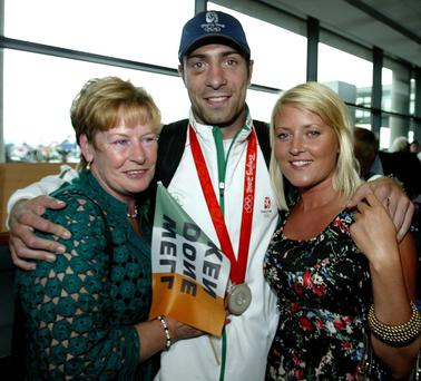 Kenny Egan and Karen Sullivan and his mum Maura when he arrived back in Dublin airport in 2008.