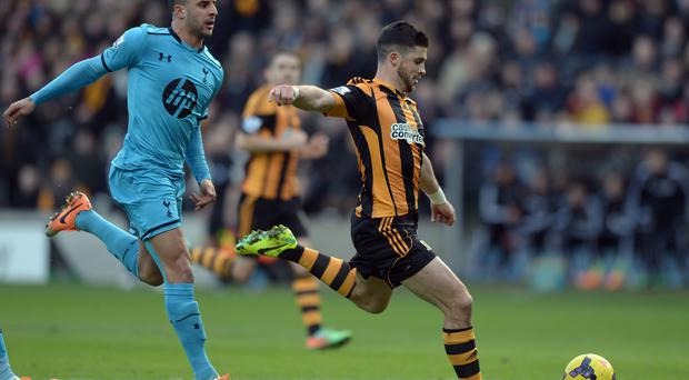 HUShane Long of Hull City (R) shoots to score the opening goal during the Barclays Premier League match between Hull City and Tottenham Hotspur at KC Stadium