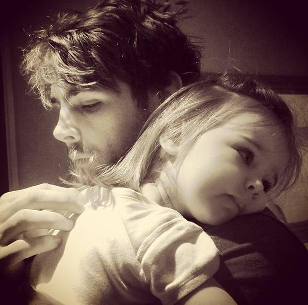 'Morning hugs' with her dad rugby ace Ben Foden. (Instagram/ Una Foden)