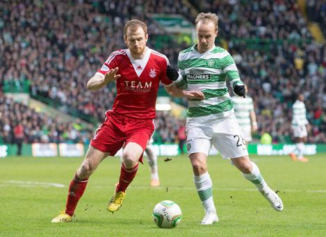 Celtic's Leigh Griffiths (right) and Aberdeen's Mark Reynolds (left) battle for the ball during the Scottish Cup, Fifth Round match at Celtic Park